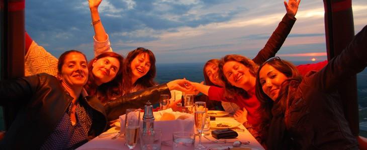 Diner en montgolfière entre amis en Ile de France