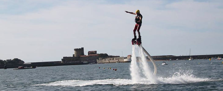 Initiation au flyboard proche Saint-Jean-de-Luz