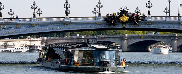 d jeuner en bateau croisi re sur la seine paris. Black Bedroom Furniture Sets. Home Design Ideas